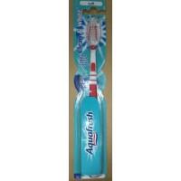 Зубная щетка Aquafresh Clean and White Красная 132