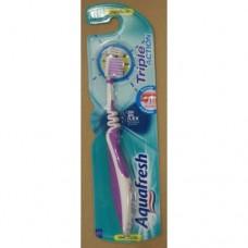 Зубная щетка Aquafresh Triple Action Фиолетовая 126